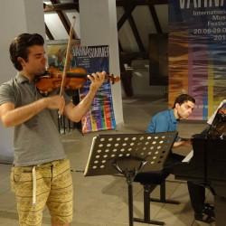 Yossif Ivanov et son frère en répétition à Varna.